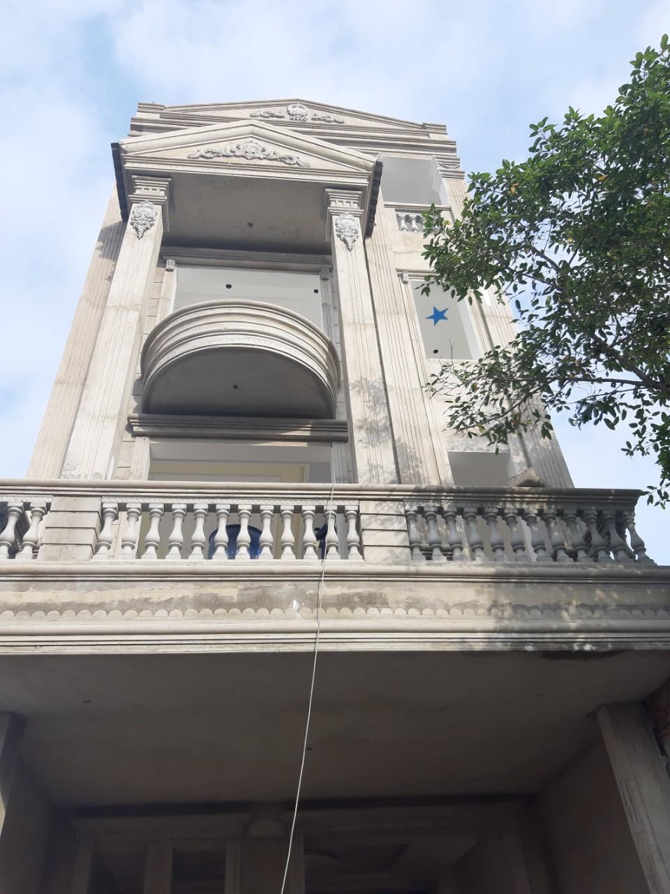 Một công trình nhà phố 4 tầng đang được Quang Phúc hoàn thiện tại TP Quảng Ngãi